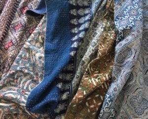 THROWS, QUILTS, (BABY) BLANKETS